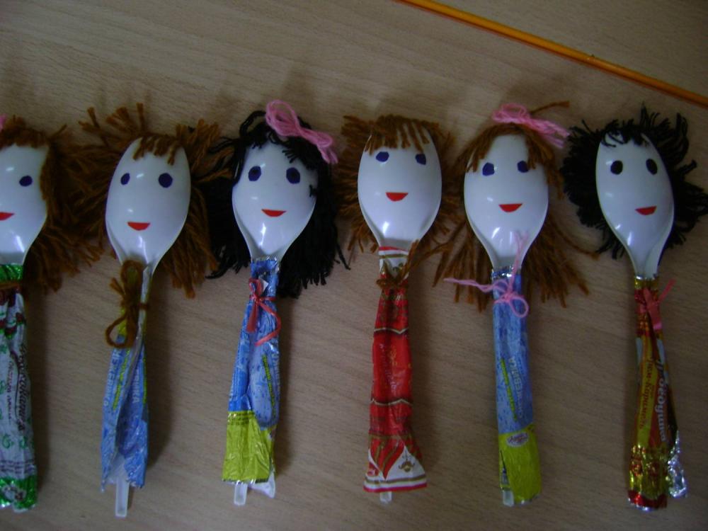 Поделки кукол из пластиковых ложек фото