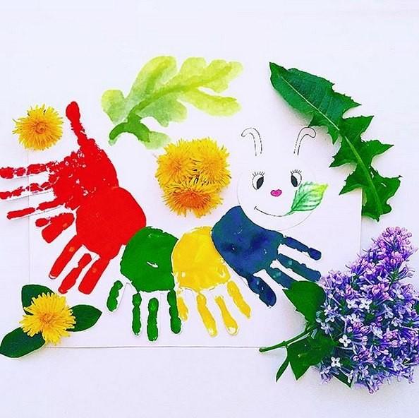 Картинки из детских ладошек красками, надписью будешь