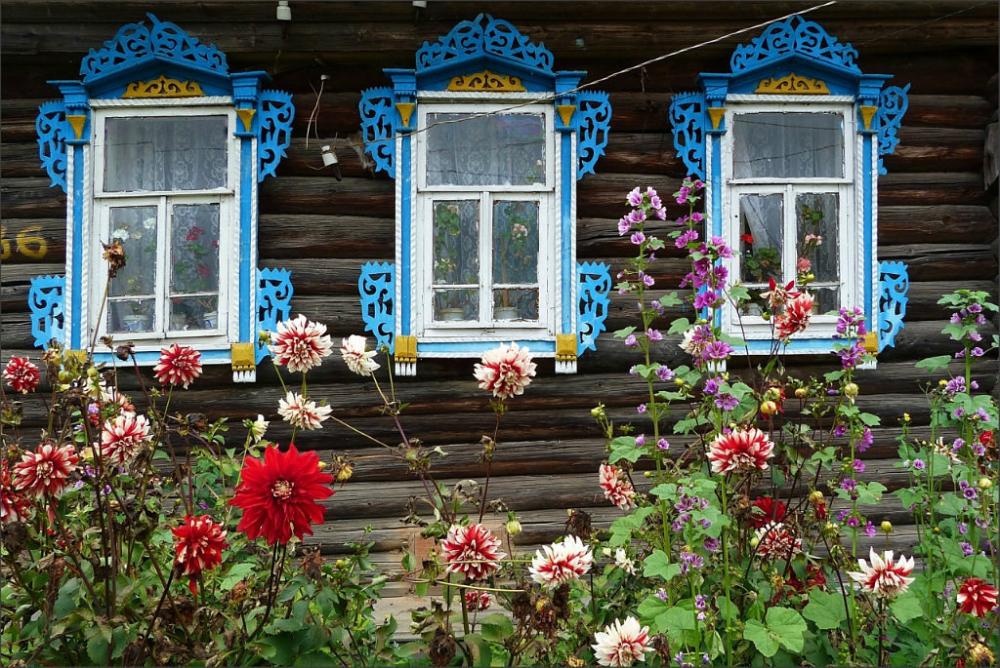 домик со ставнями картинка парадными помещениями